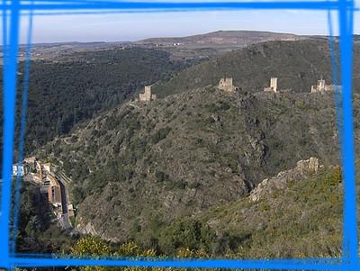Les quatre châteaux et le village