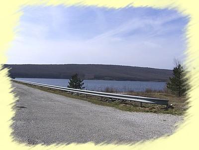 La digue du barrage de Laprade