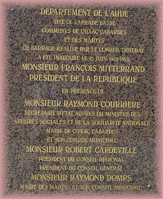 La plaque de l'inauguration du barrage de Laprade