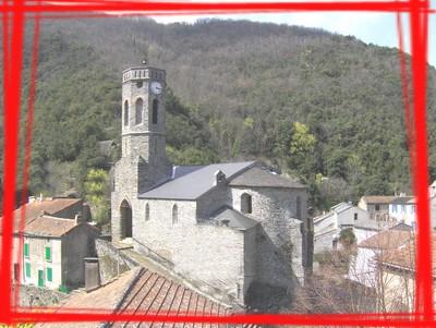 L'église Notre-Dame de la Lauze et le village
