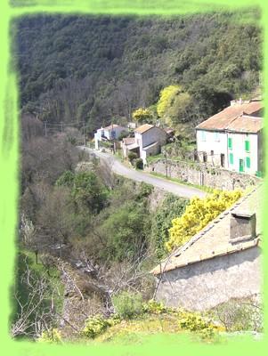 Les gorges de l'Orbiel et le village