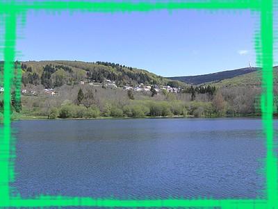 Le lac et le village
